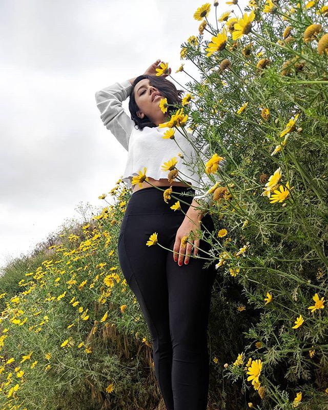 🌎 ✨ . . . #SoCalHikes #arroyoverde #arroyoverdepark #hikingtrails #flowers #hiking #SoCal #VenturaCounty #wildflowers #californianas #californiaspring