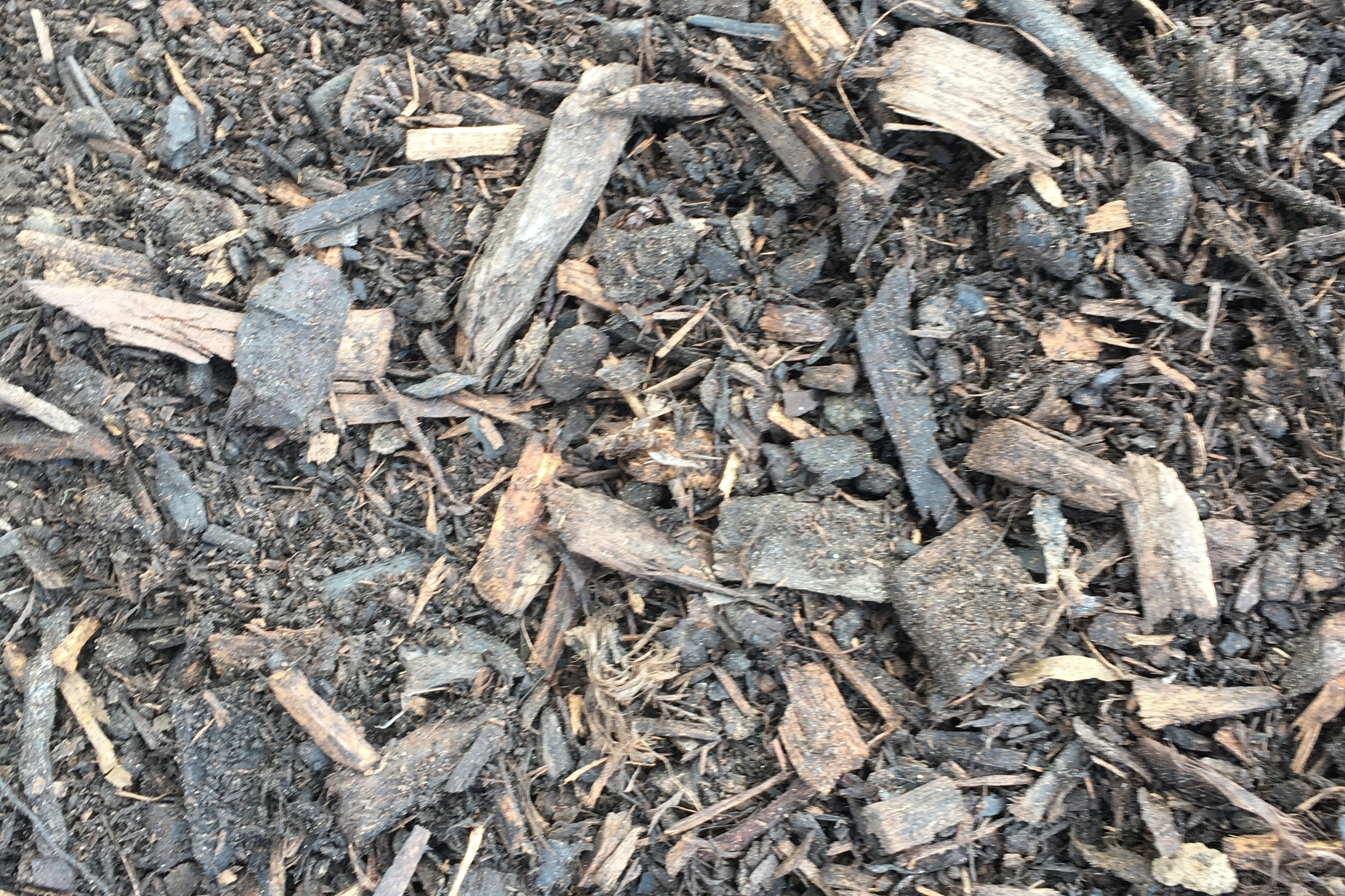 Water Saver Mulch - 80/20 mix of 20mm pine bark and fines. Approximately 20% fines containing pine bark and coco peat. Excellent for water retention and for the prevention of weed growth.
