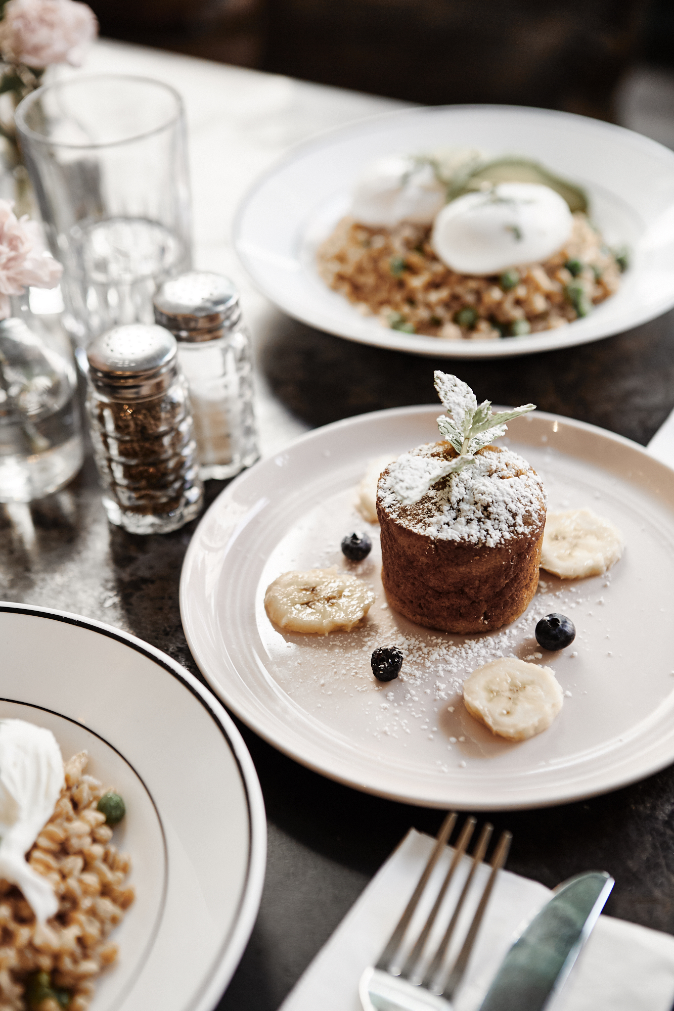 3 Healthy Brunch Spots in NYC by Julia Friedman \ Epistrophy Eggs and Grain dish