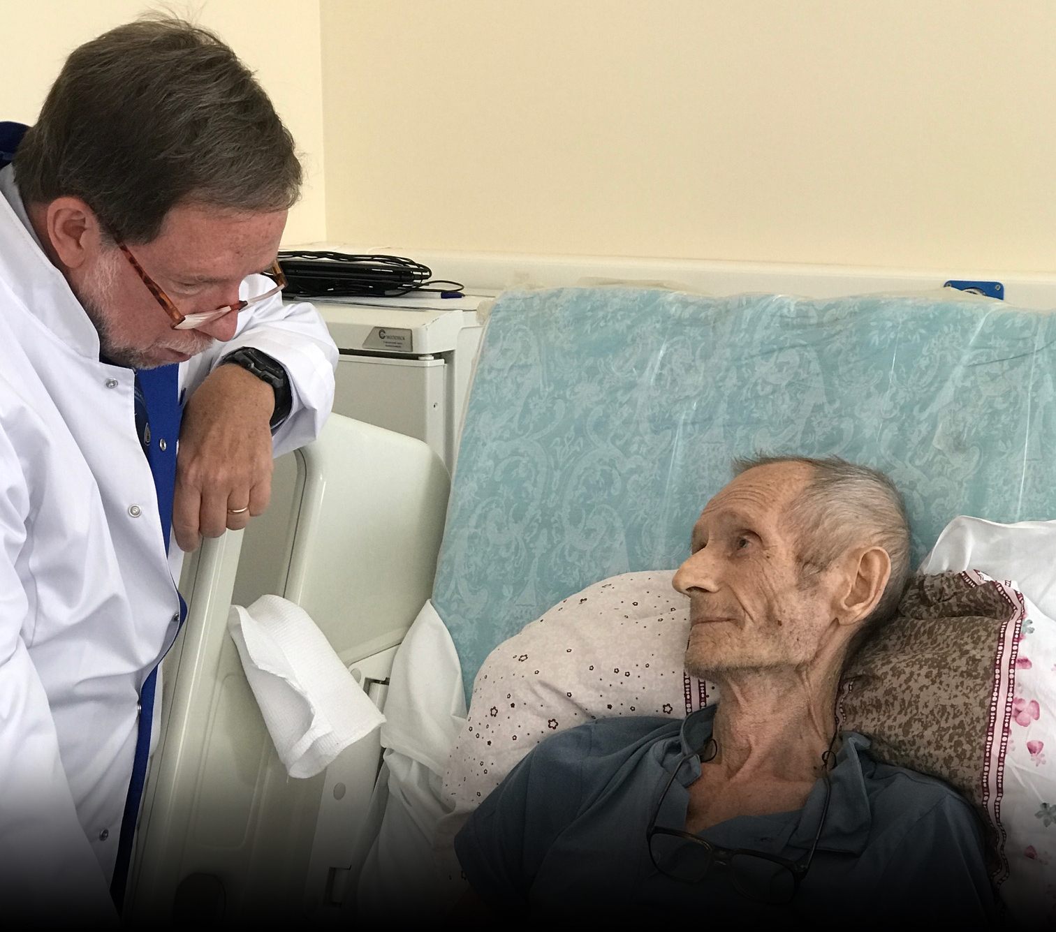 2019: Johns Hopkins Physician Conducts Clinical Rounds During the Opening of the Moscow Palliative Care Center