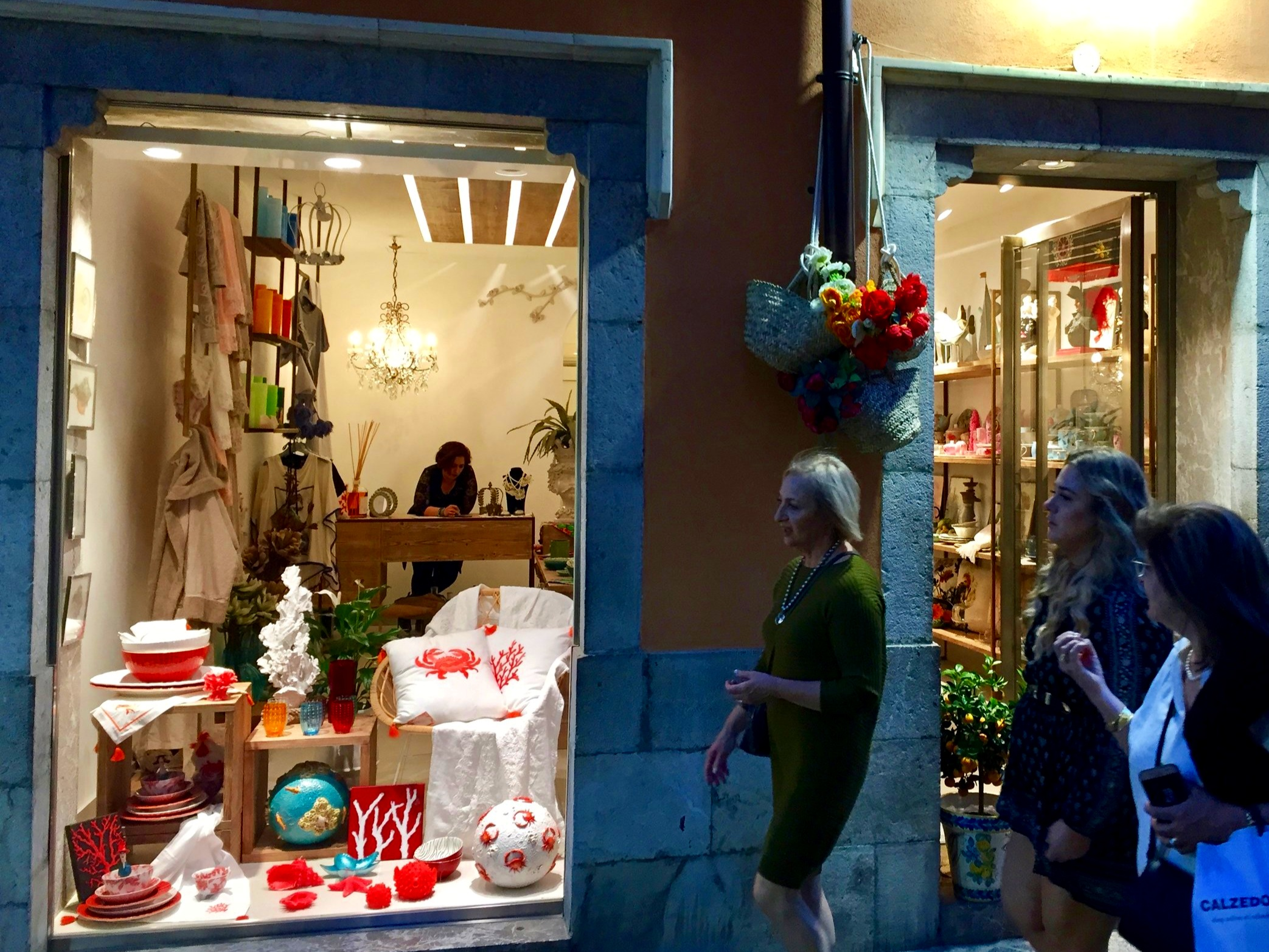 Shopping in Corso Umberto I - Taormina
