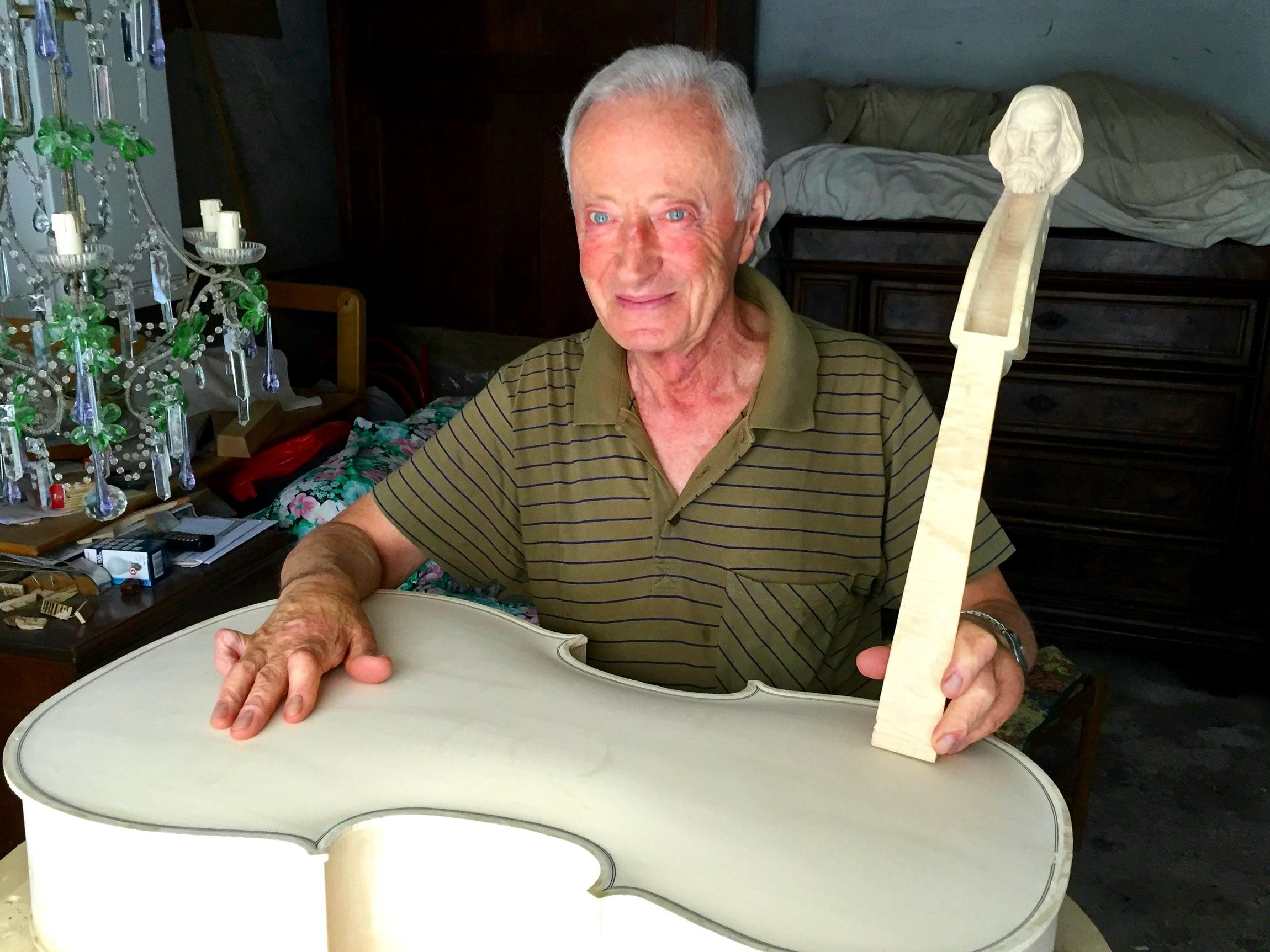 Master artisan luthier - Todi