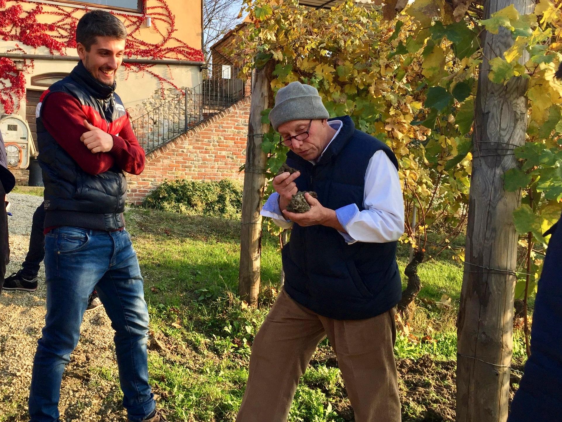 Visit vineyards - Eli Zabar in Barbaresco