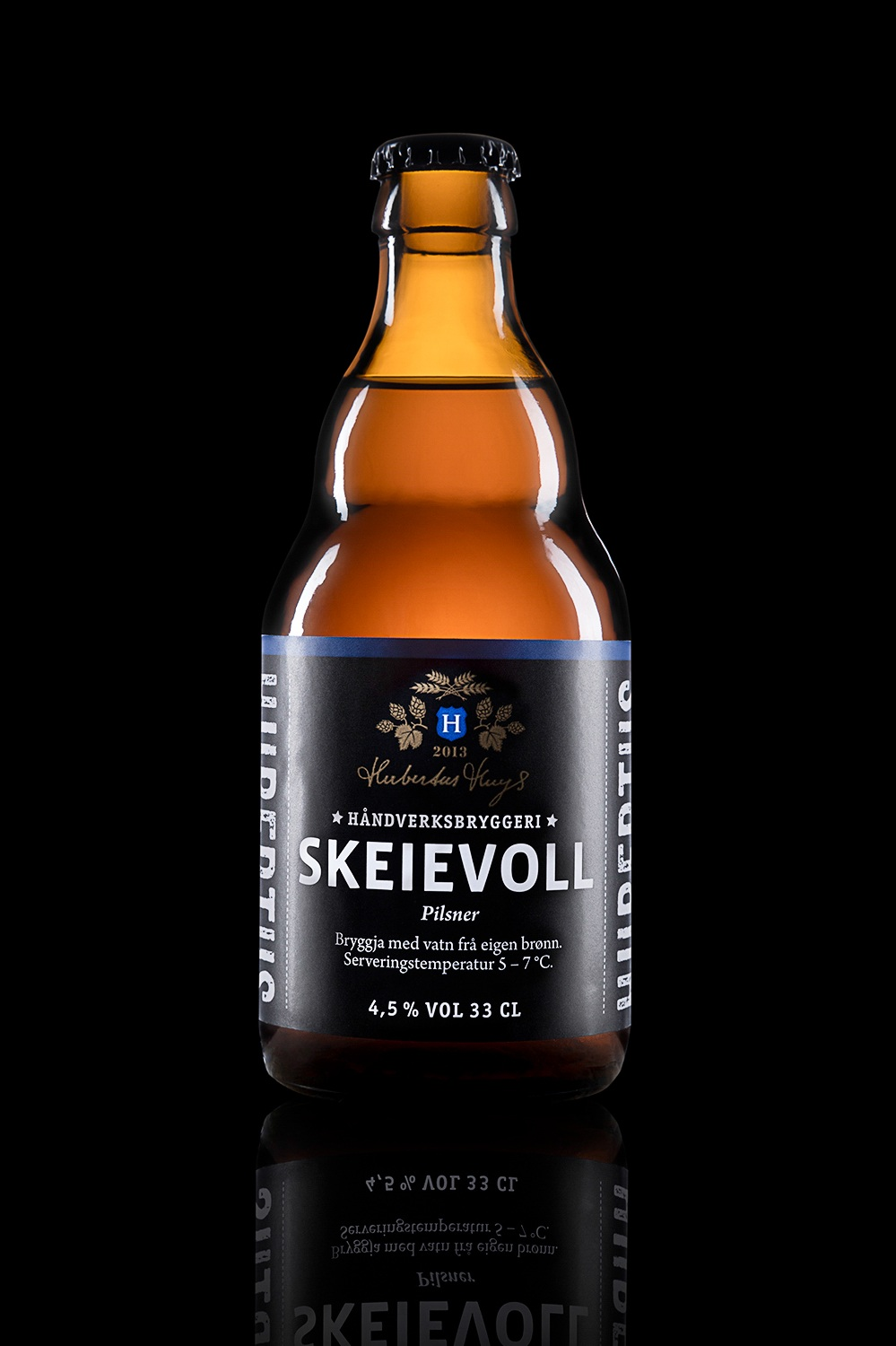 Skeievoll - Type: Pilsner.Color: Light.Aroma: Light malt and German hops.Flavor: Medium bitterness, neutral.Contents: Alcohol 4,5%.Food pairing: Chicken, fish and salads.
