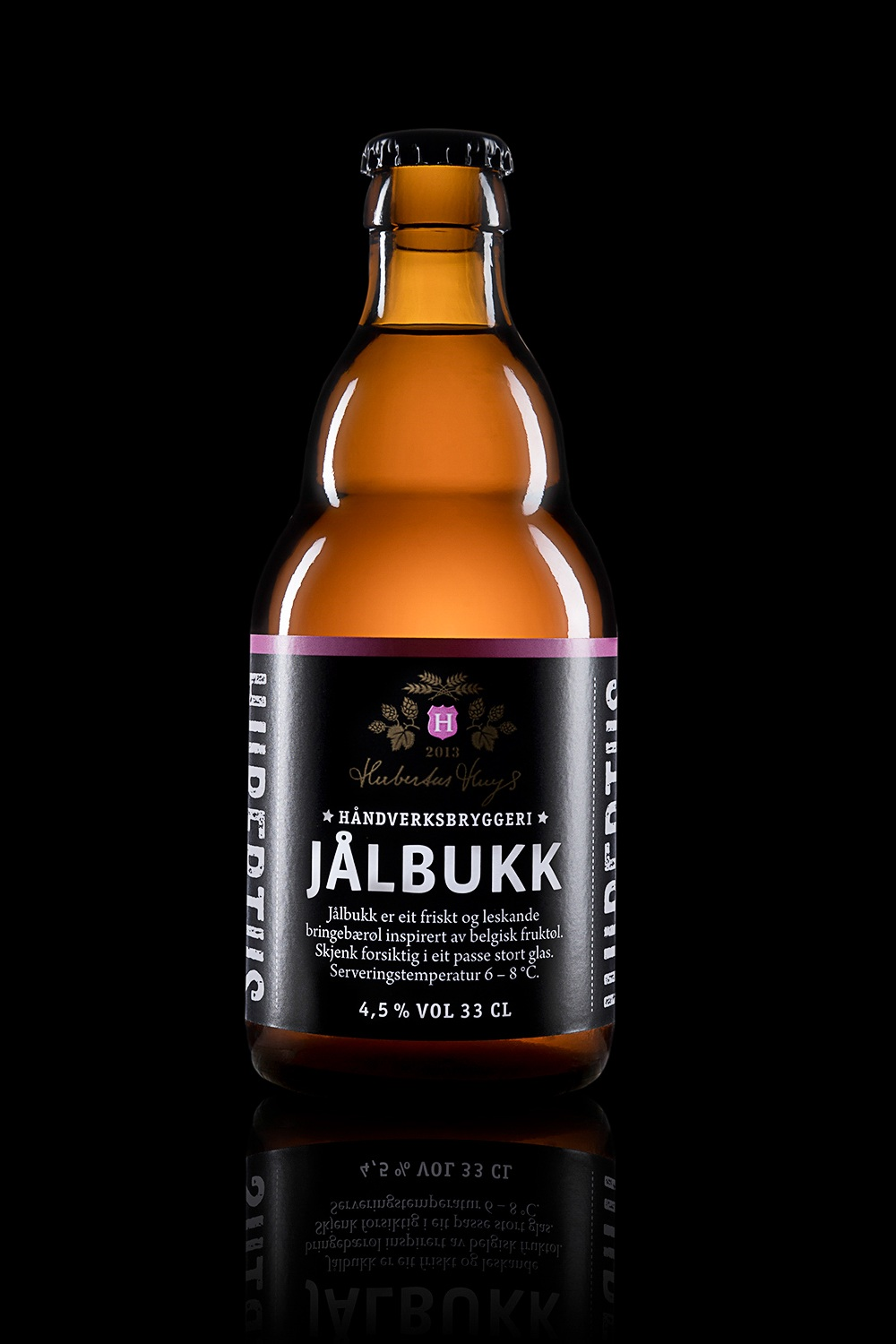Jålbukk - Type: Fruit beer.Color: Blond orange/pink.Aroma: Fruity, rich and aromatic.Flavor: Fruity.Contents: Alcohol 4,5%.Food pairing: Fresh and tart desserts with berries and chocolate.