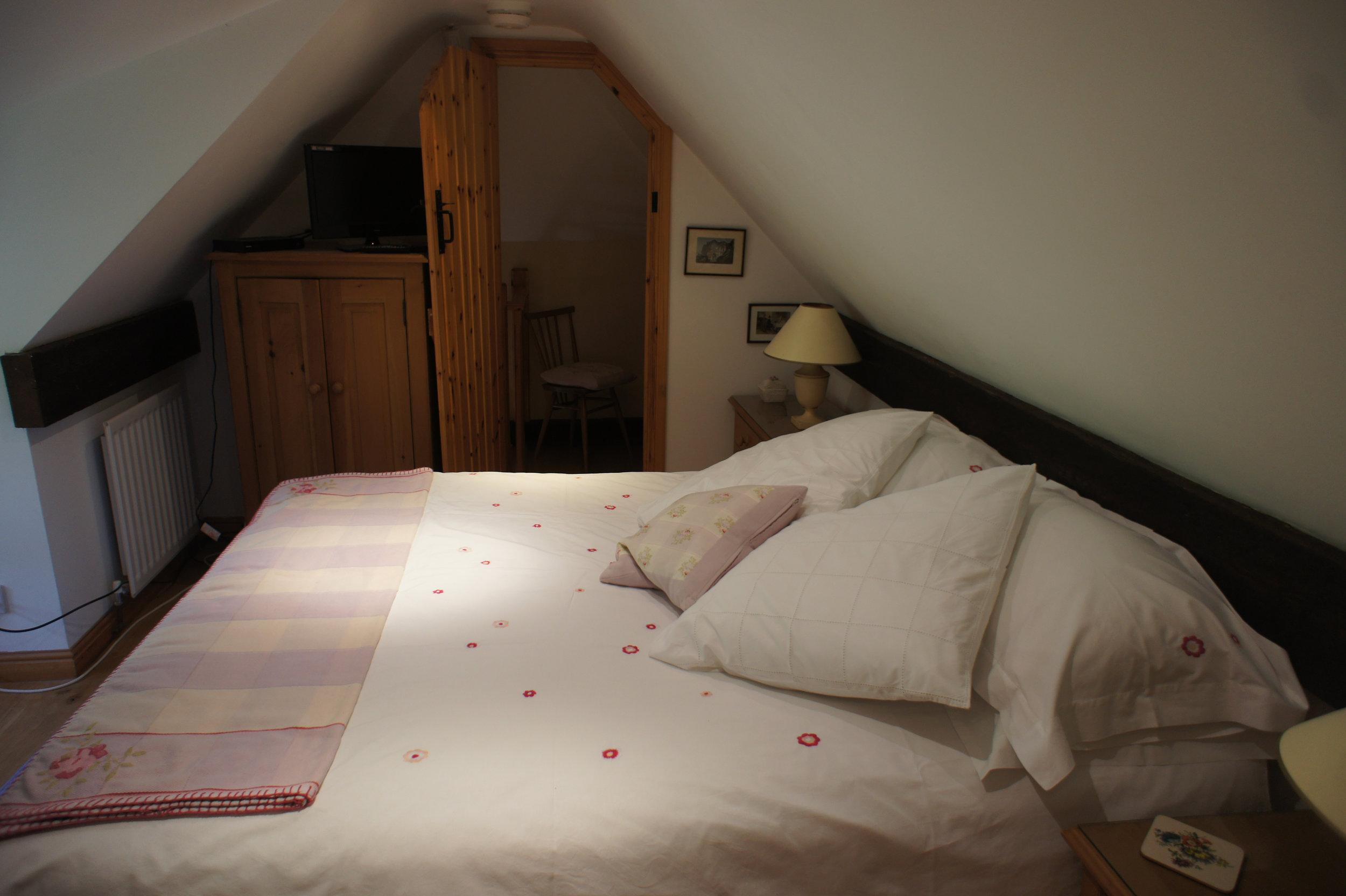 Upstairs ensuite bedroom