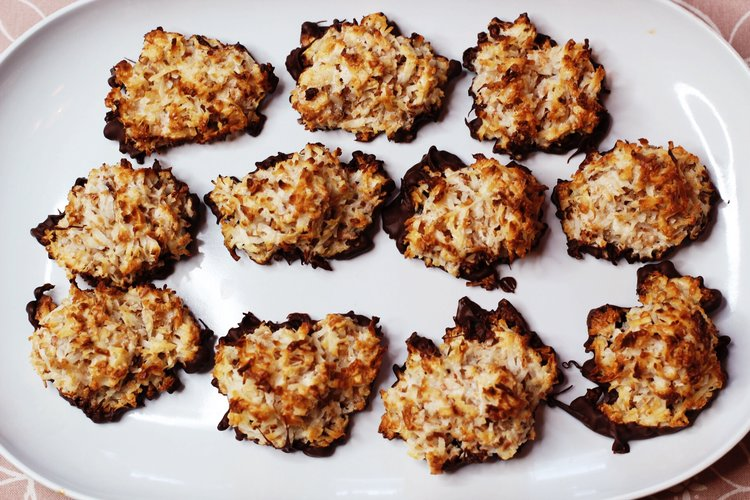 Chocolate-Dipped+Coconut+Macaroons.jpeg