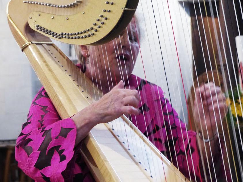 EB_Harp_Singing.jpg