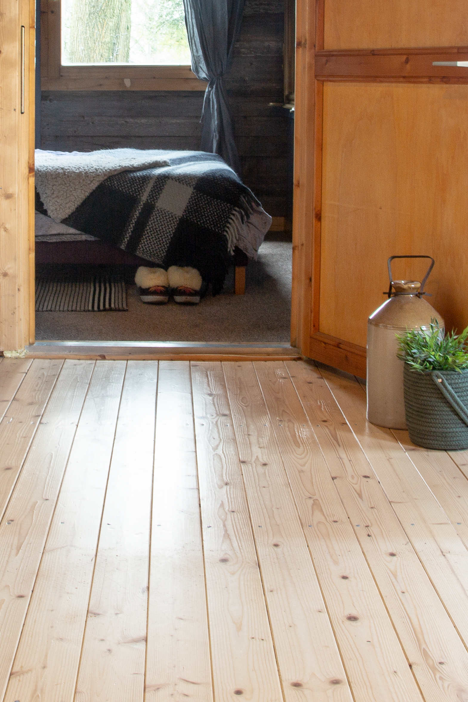 cabin floor1.jpg