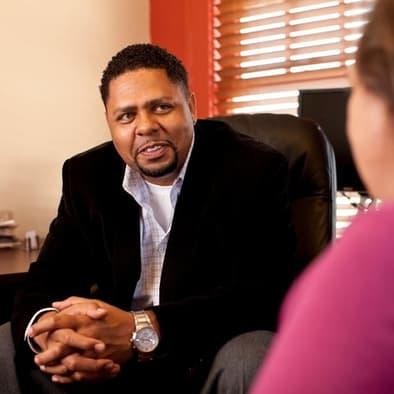 Grupos de Apoyo - Cada uno de nuestros grupos libres del apoyo en OKC y Tulsa es dirigido por un profesional de salud mental.