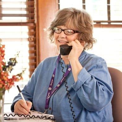 Consiga Ayuda - Llámenos días laborables o deje un mensaje.Teléfono: 918.585.1213 y 405.943.3700Correo electrónico: info@mhaok.org
