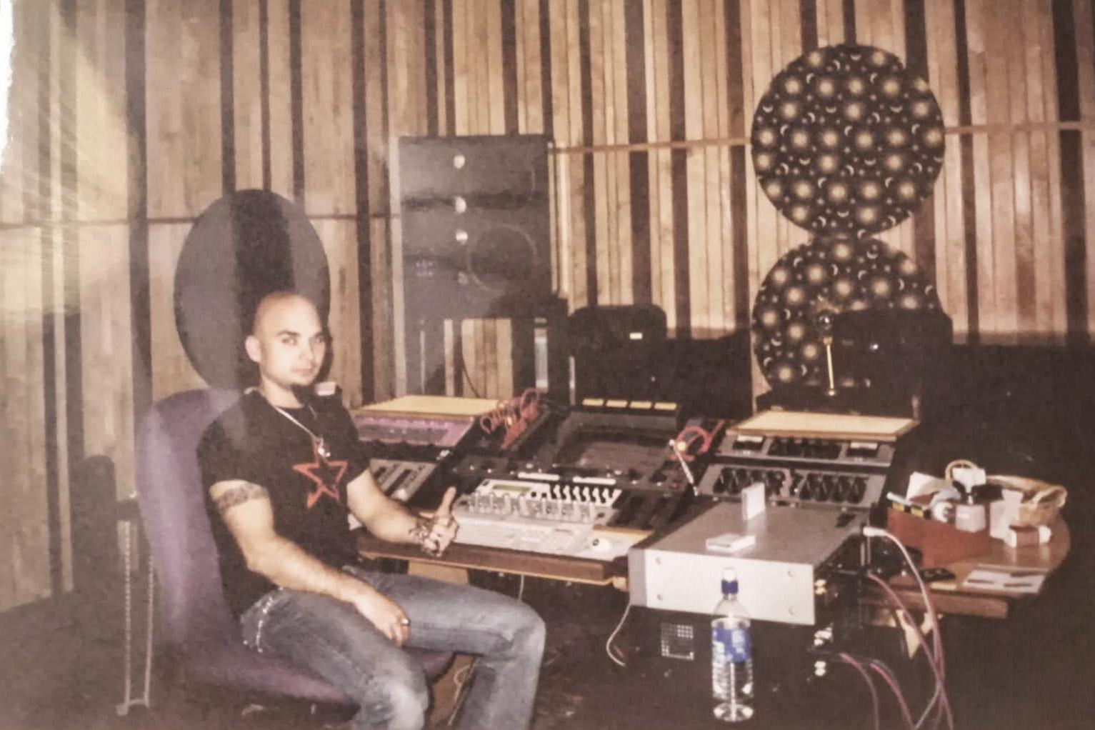 Carlos Escobedo - Masterizando Paradÿsso 2002