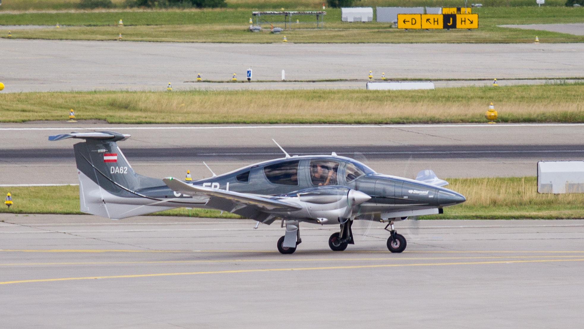 Diamond_Aircraft_DA-62_-_OE-FBJ_-_Zurich_International_Airport-5358.jpg