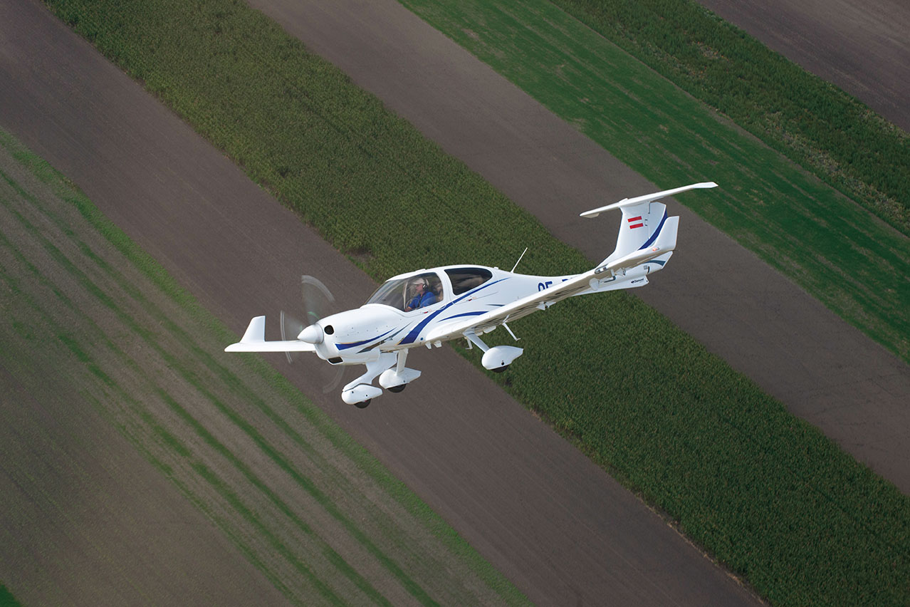 DA40 NG - • 4 seats / big baggage space• Durable Composite Airframe• Superior Stability and Control• 170hp Jetfuel turbo AE300• Super low fuel burn