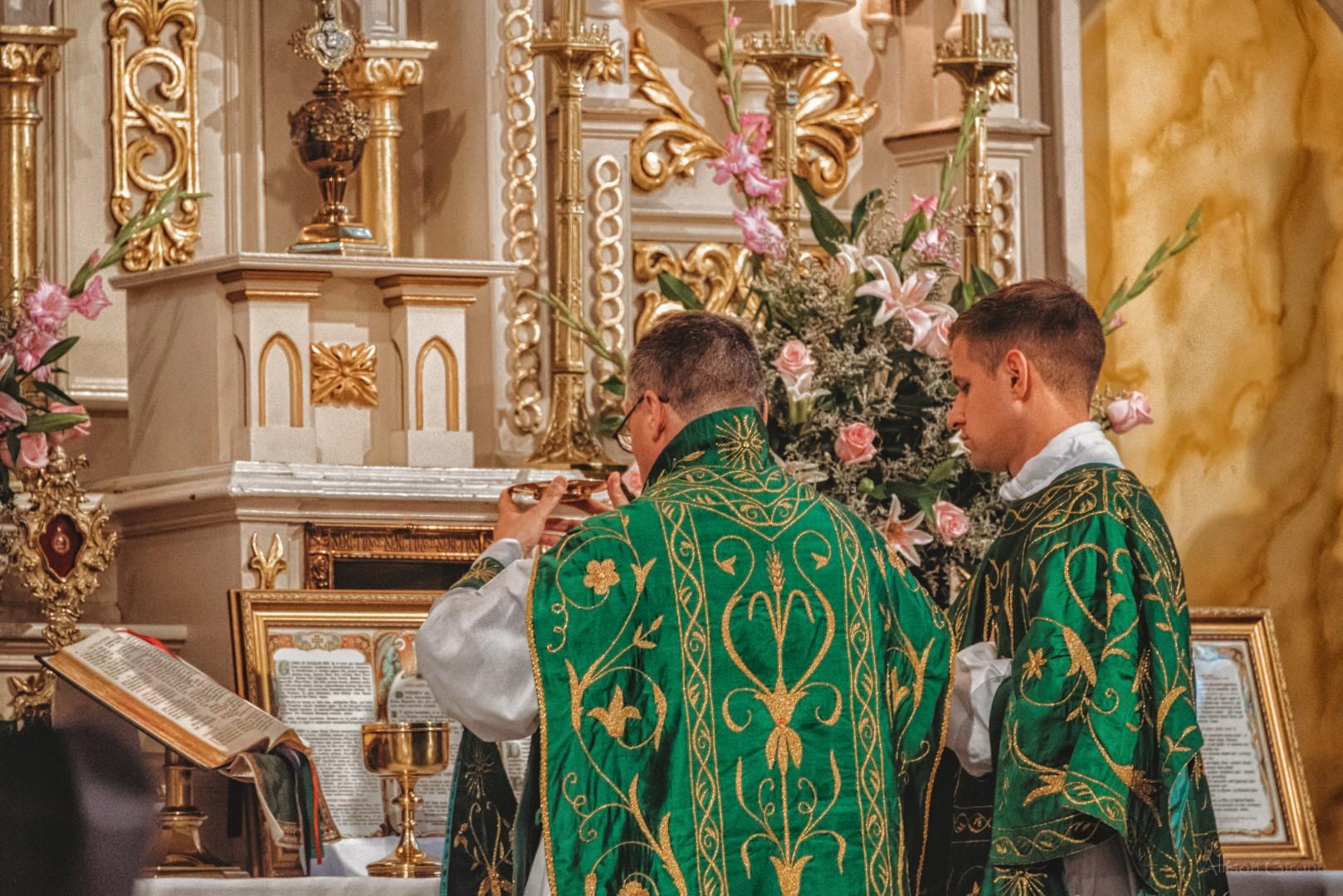 FSSP LatinMass St. Marys altar books paten-1.jpg