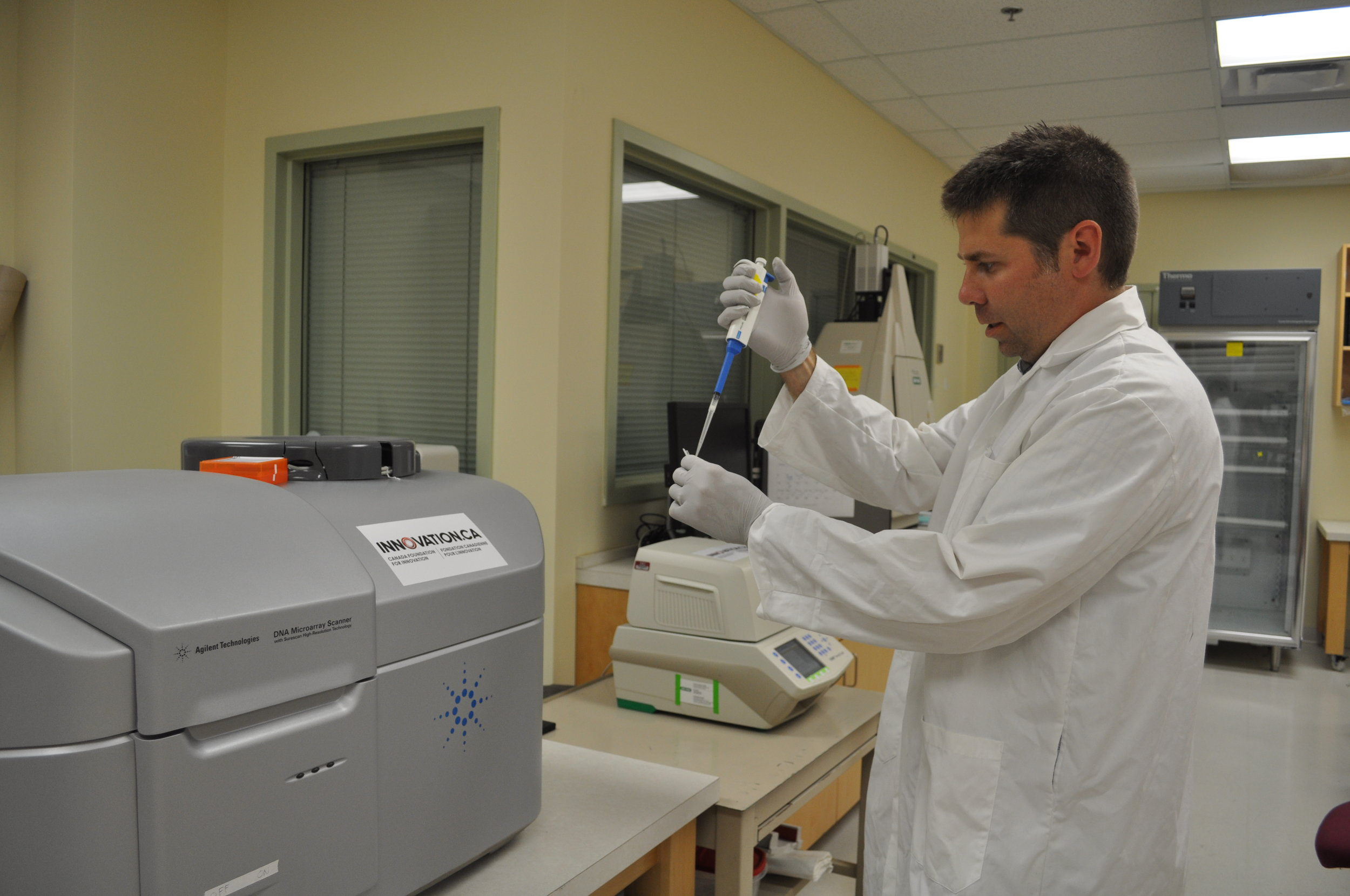 Dr. Scott Pavey in the CRI Genomics laboratory. The laboratory, based at the University of New Brunswick Saint John, is equipped with $1-M of the most modern wet-lab analytical infrastructure and supercomputers.