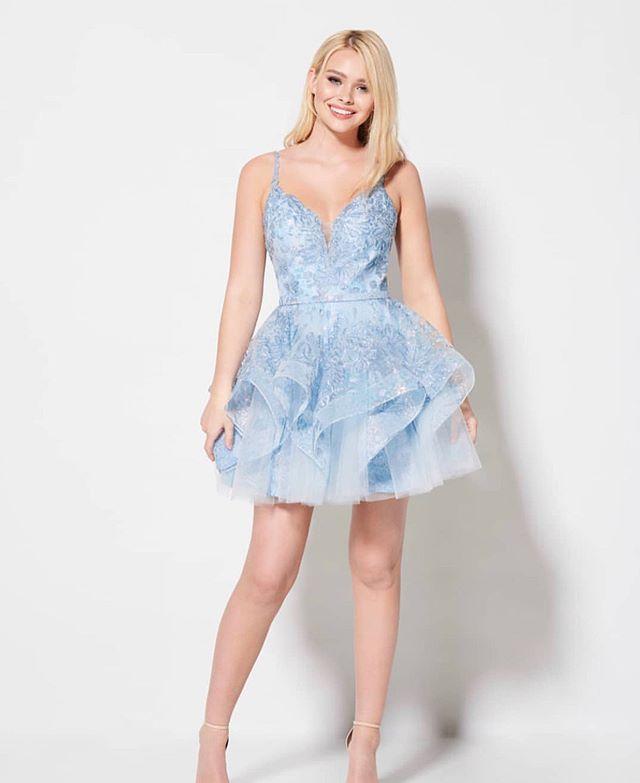 For that Cinderella feeling ✨ #hoco #homecoming #elliewilde #livewilde #midnightbyjandrews