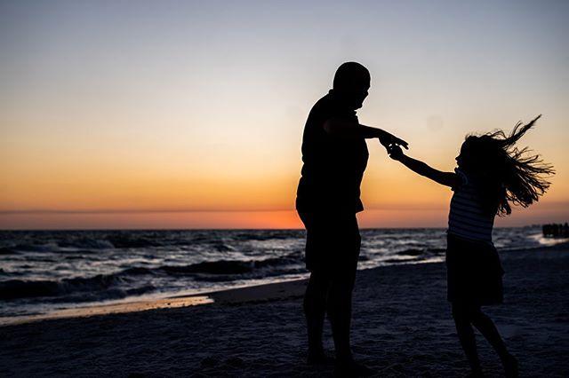 😸 . . . . . . . #justwrightphotos #floridaphotographer  #Rosemarybeach #30A #panamacitybeachphotographer #Floridafamilyphotographer  #30Aphotographer #lifestylephotographer #peopleofjoy  #floridabeach #savorthejourney #justgoshoot #travelingphotographer #sunsetsession #savorthejourney #beachlife #familyphotographer #beachphotographer #destinationphotographer #rosemarybeachphotographer #lifestylesession #exploretocreate #PCB