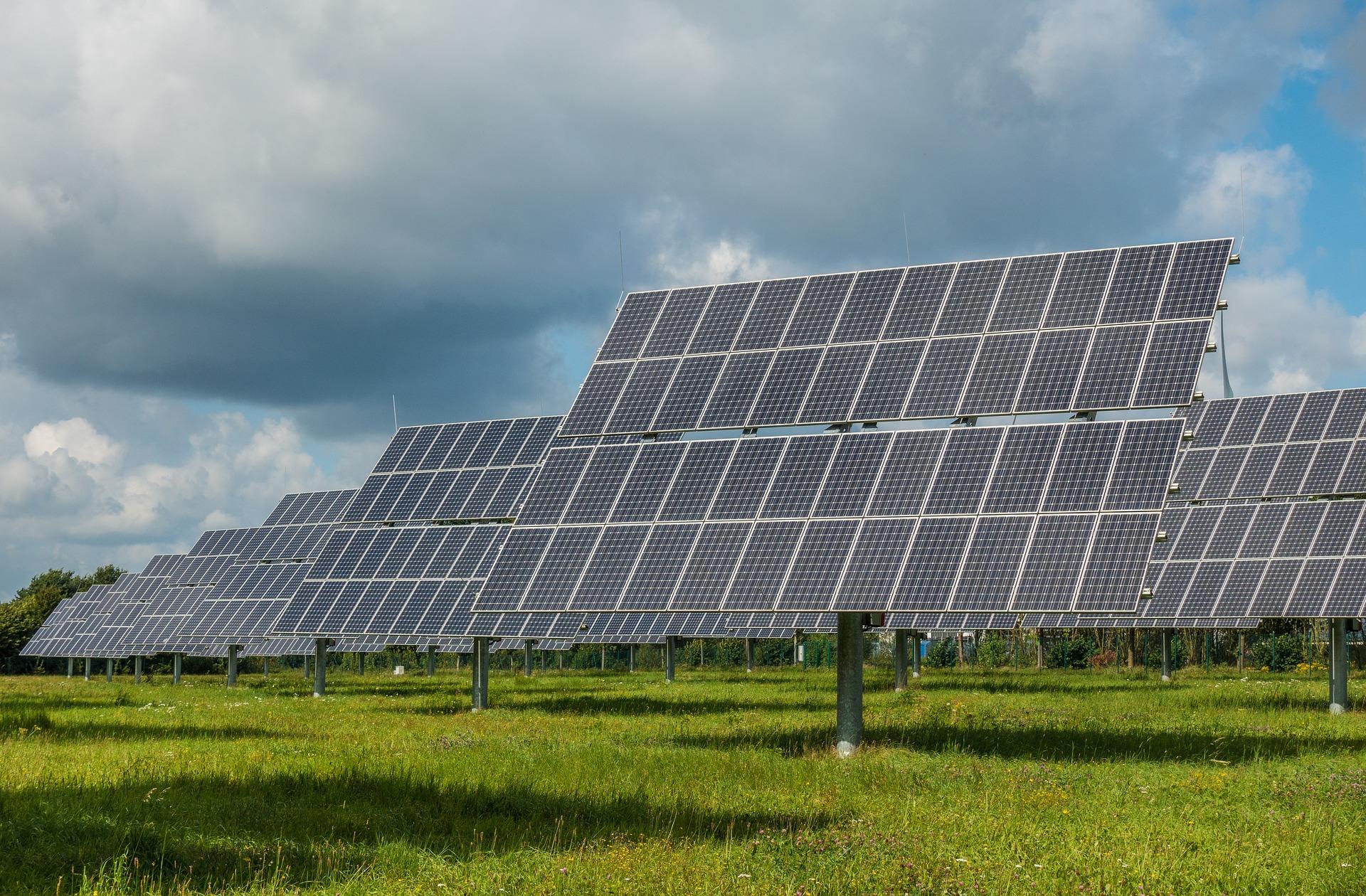 photovoltaic-system-2742304_1920.jpg