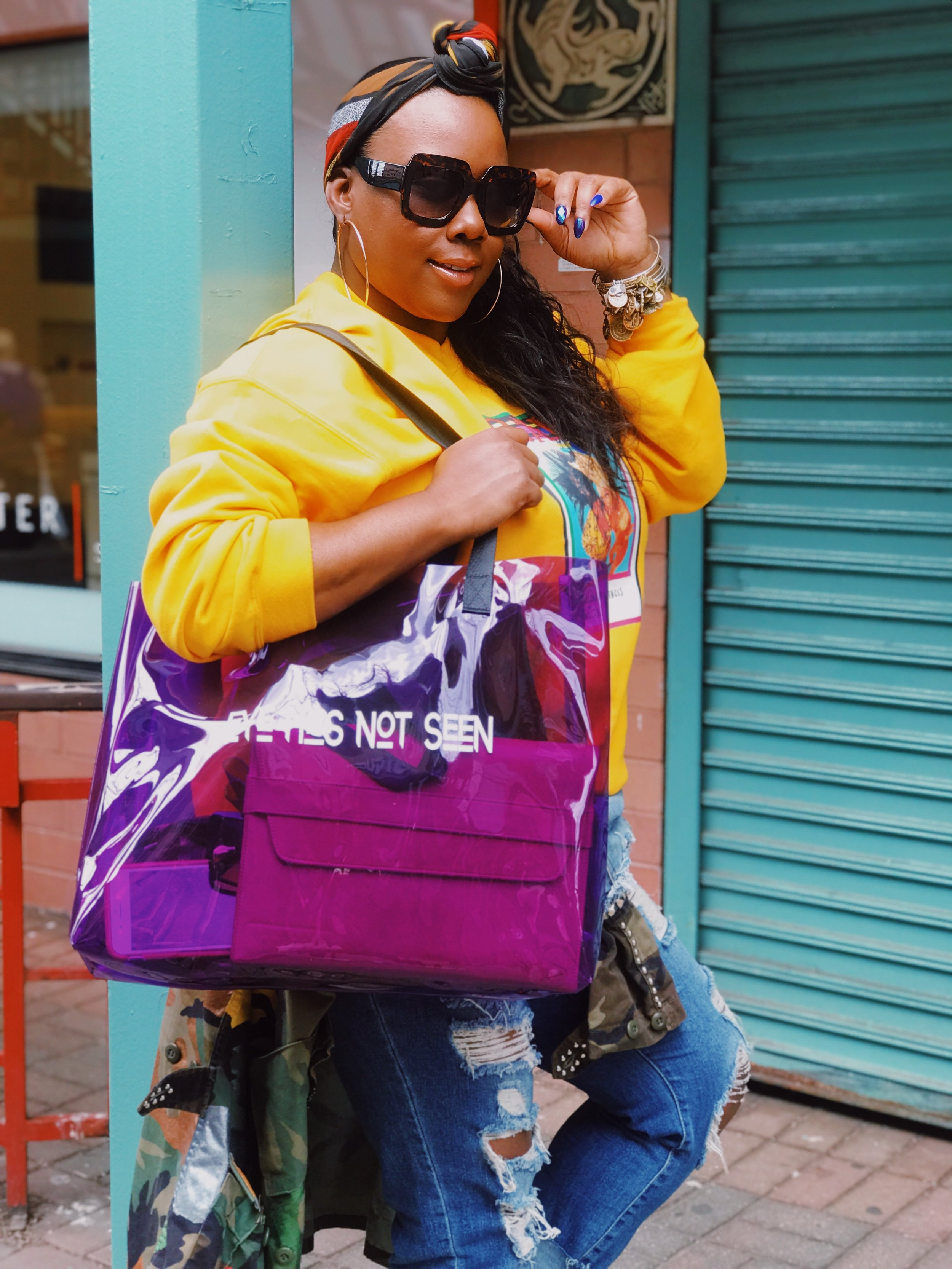 Who is BeBe Jones - Chicago-native and style maven, BeBe Jones, is more than a fashion writer. BeBe is a wardrobe stylist, brand influencer, philanthropist and the creator of RowASeat1.
