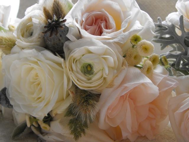 ranucula-garden-rose-bouquet-close-up.jpg