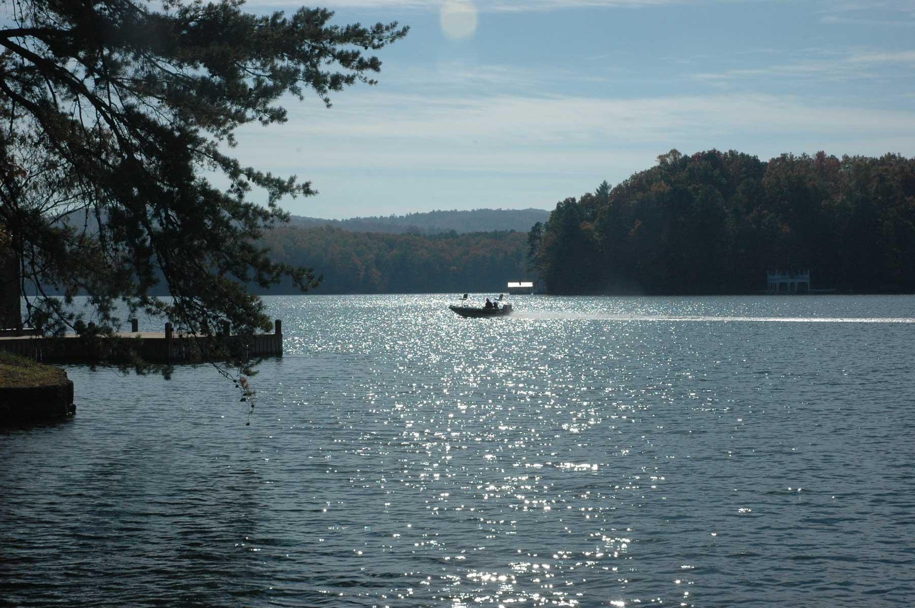 Lake_Burton_with_boat.jpg