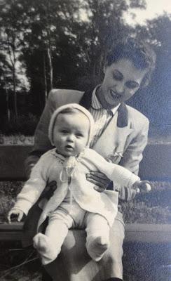 Mutter und sohn 50's.jpg