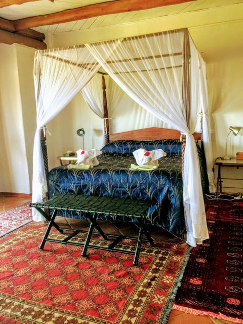 … with elegant rooms for couples…