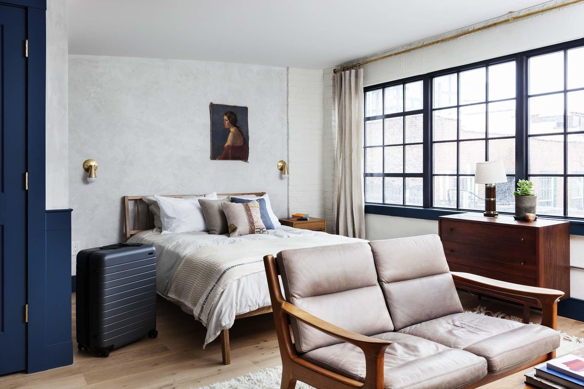 Lokal-Hotel-Philadelphia-OldCity-Ben-LivingRoom-2.jpg