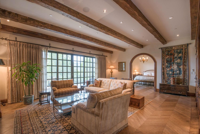 02-traditional-living-room-beamed-ceiling-herringbone-wood-floors-gary-drake-general-contractor.jpg