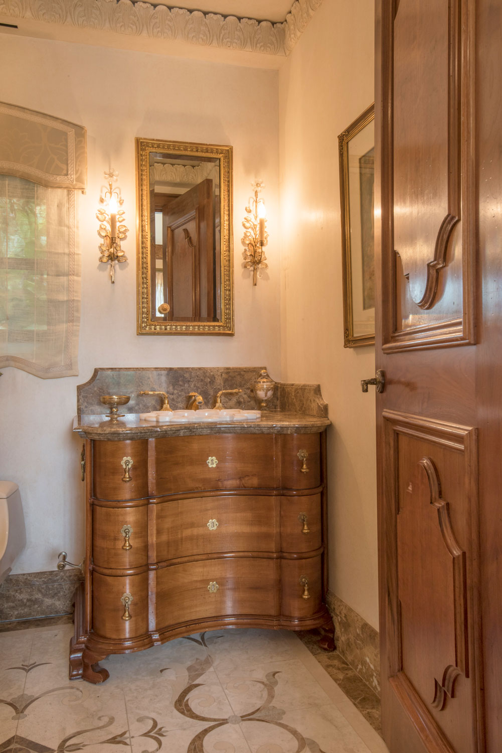 12-traditional-powder-room-ornate-floor-crown-moulding-gary-drake-general-contractor.jpg
