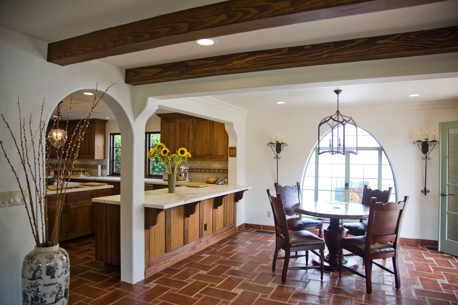 08-Spanish-style-breakfast-nook-curved-window-gary-drake-general-contractor.jpg