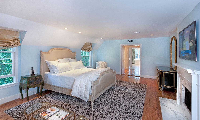 11-master-bedroom-tray-ceiling-hardwood-floor-gary-drake-general-contractor.jpg