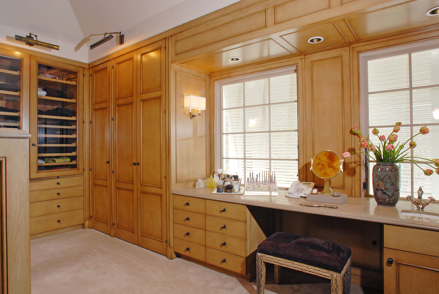 08-A-Master-bedroom-walk-in-closet-gary-drake-general-contractor.jpg