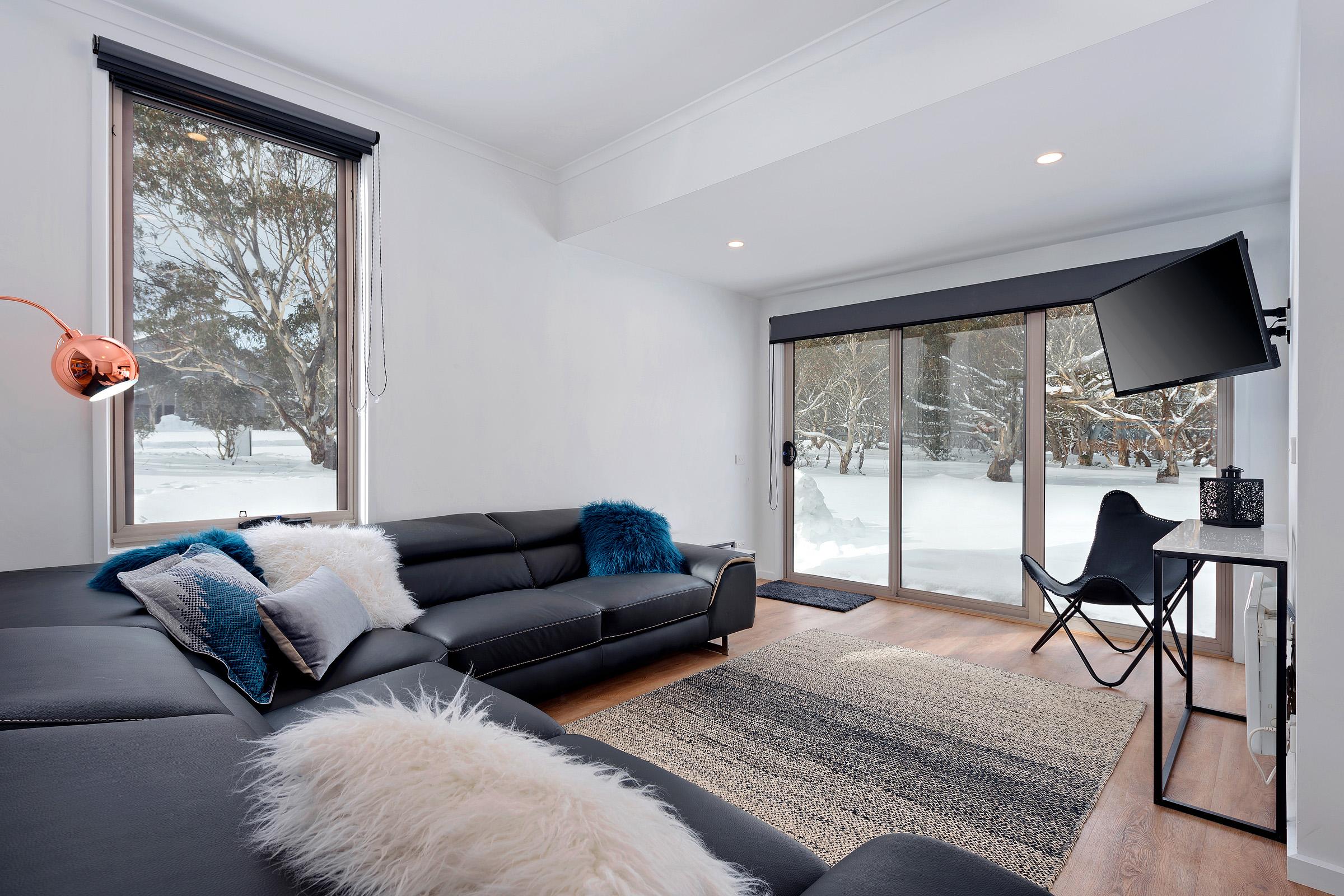 Snowview Living Room 2-1.jpg