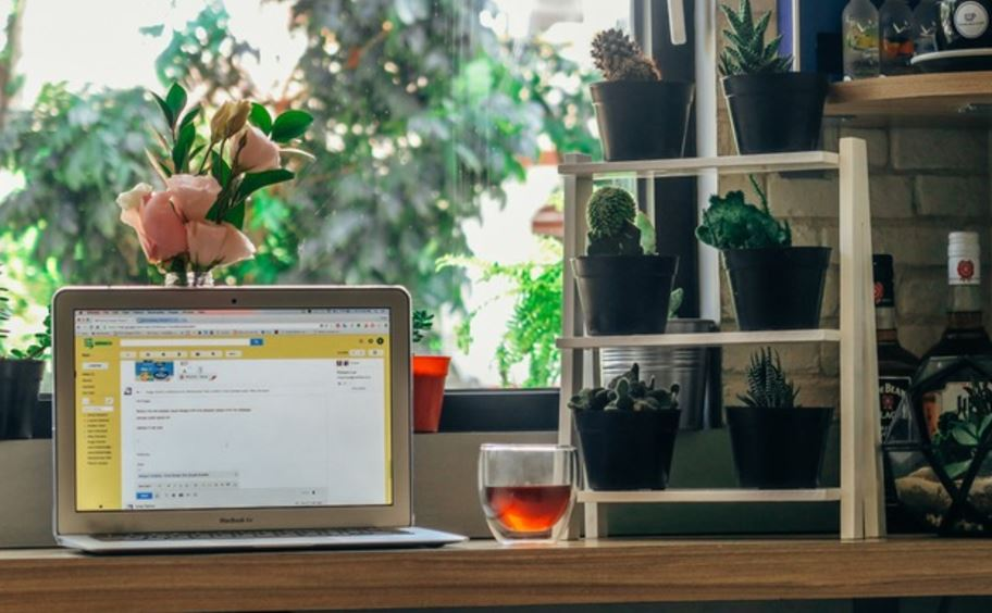 pretty office for freelancers