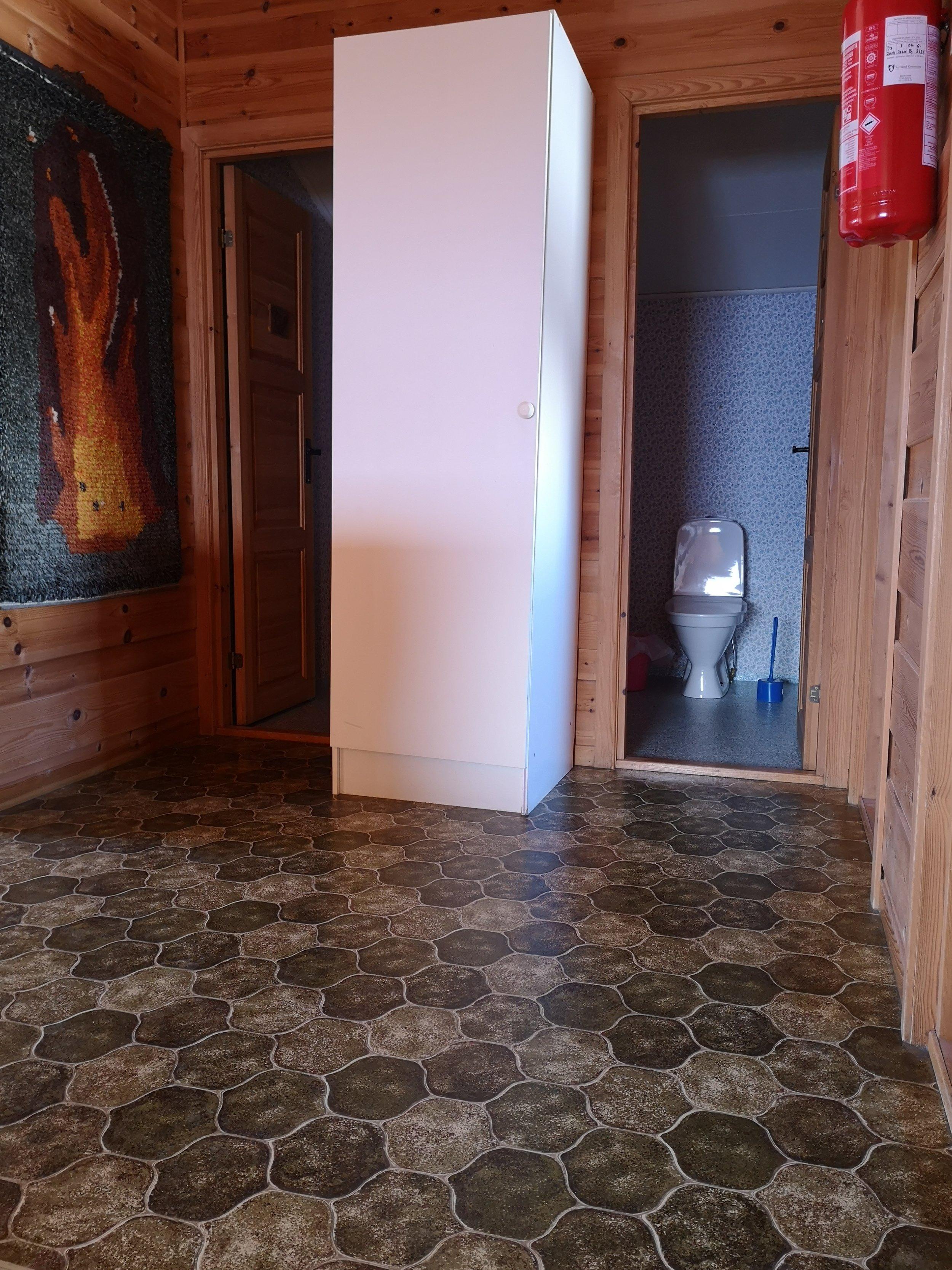 toaletter 2. et..jpg