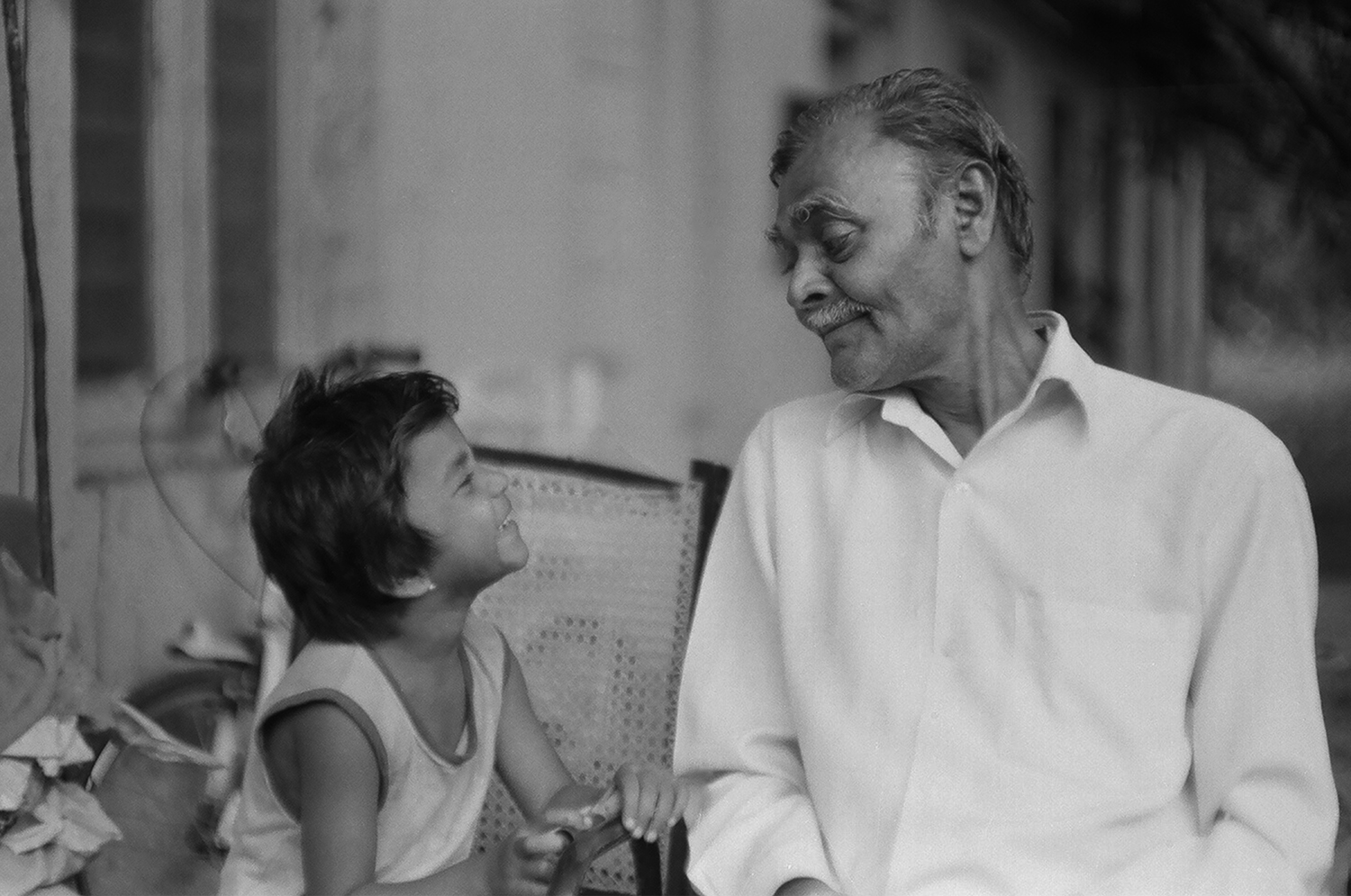 10. Tukaramji with his granddaughter who is looking into the camera. She is used to acting in a lot of films that students have to make as part of their projects | 05400015.jpg