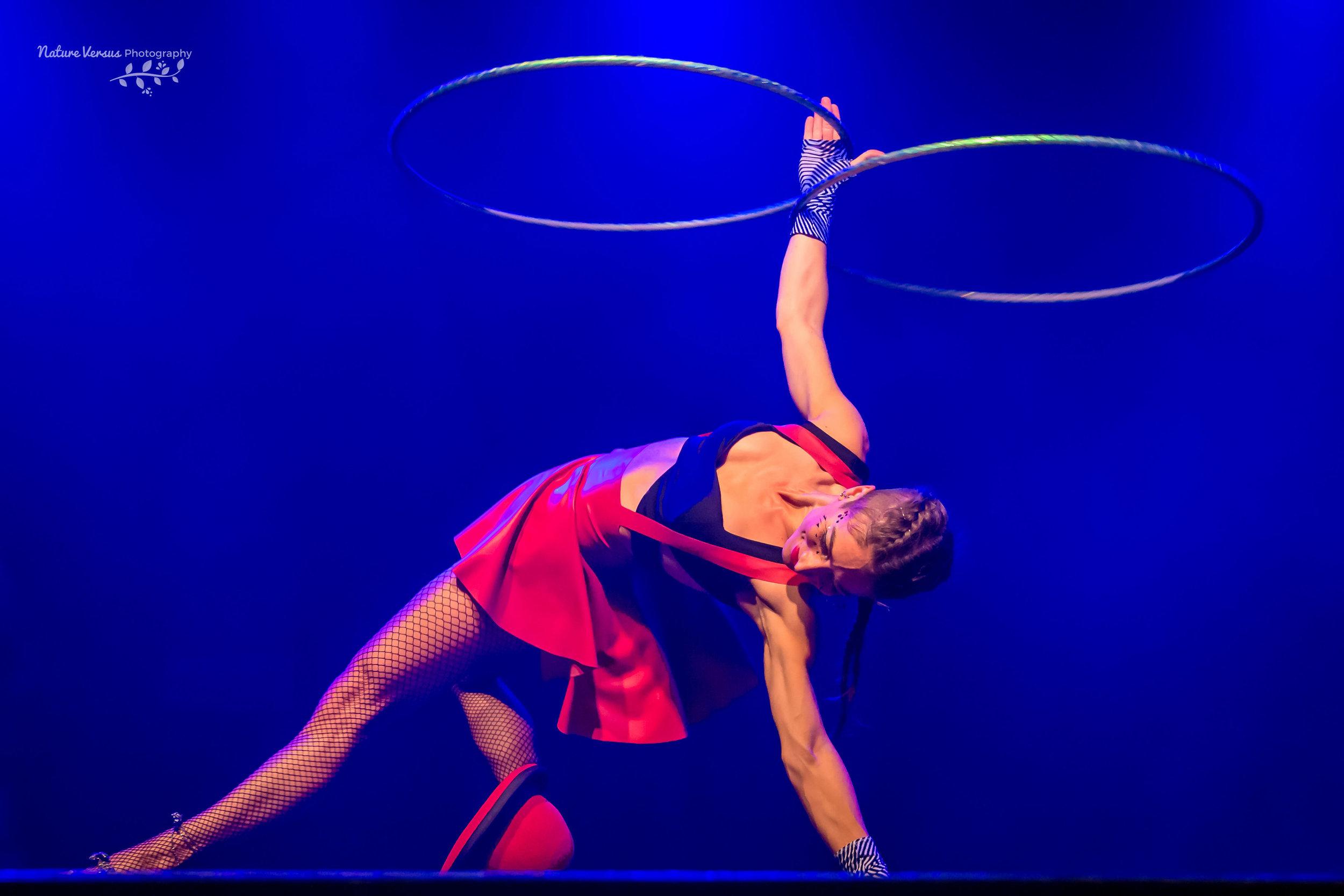 cırkusakt cırkusshow nycırkus kabare kabareshow rockrıng buket rın hula hoop show cırcus cabaret hoop dance fest event underhållning föreställning