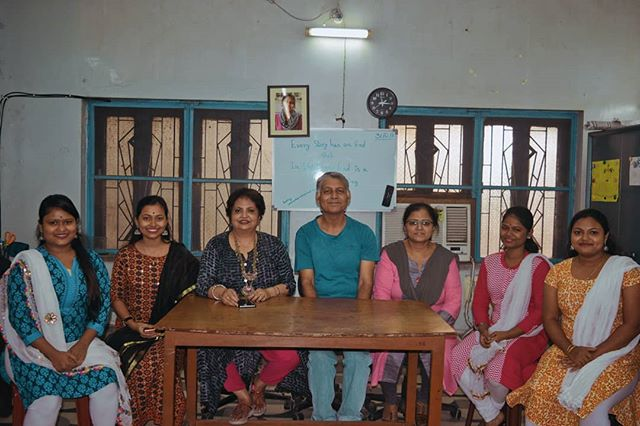 We thought we should properly introduce ourselves! ✨ UCTC is staffed by a wonderful group of committed people, pictured here L- R: Payel Gayen part-time teacher; Susmita Panda, full-time teacher; Sharmila Roy, Development Consultant; Suparno Das, Spoken English teacher; Sarita Agarwal, Life Skills teacher; Moumita Halder, UCTC Project Director; Neha Gazi, full-time teacher. Without them we would not be able to teach, support and encourage our students! 💯🙏🏽💐 . . . #uddamitraining #skillbuilding #resources #uddami #lifeskills #kolkata #employability #learning #kolkatagram #learn #teaching #uddamiimpact #uddamistories #dreambig #workhard #fulfillingdreams #teaching #teachersofinstagram #teachingenglish