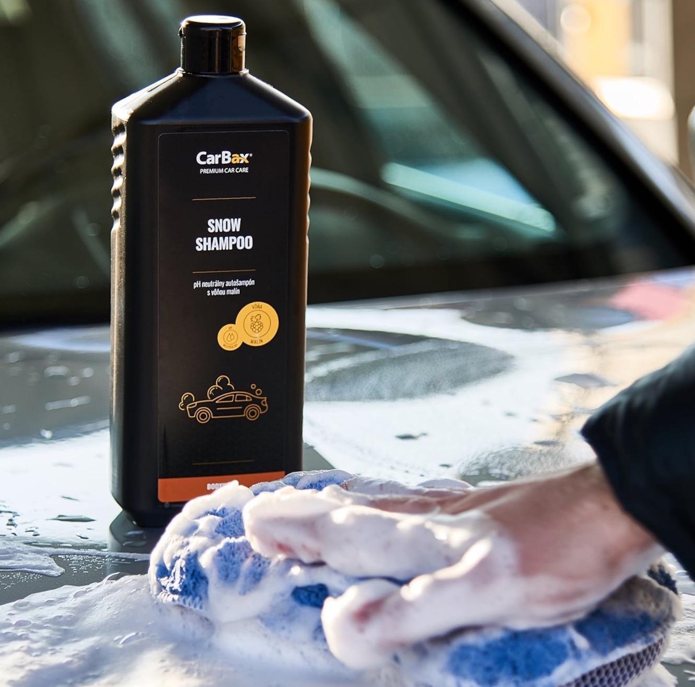 Snow shampoo - Snow Shampoo z rady chémie Black Line je moderný pH neutrálny autošampón s vôňou malín určený pre dôkladnú starostlivosť o autá. Vytvára dokonale bohatú a hustú penu, ktorá odstraňuje aj tie najodolnejšie nečistoty od mastnoty, blata, prachu až po všetky druhy cestných nečistôt.