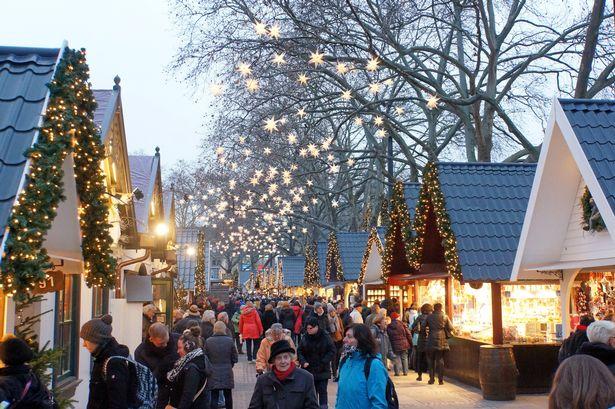 christmas-market-1060516.jpg