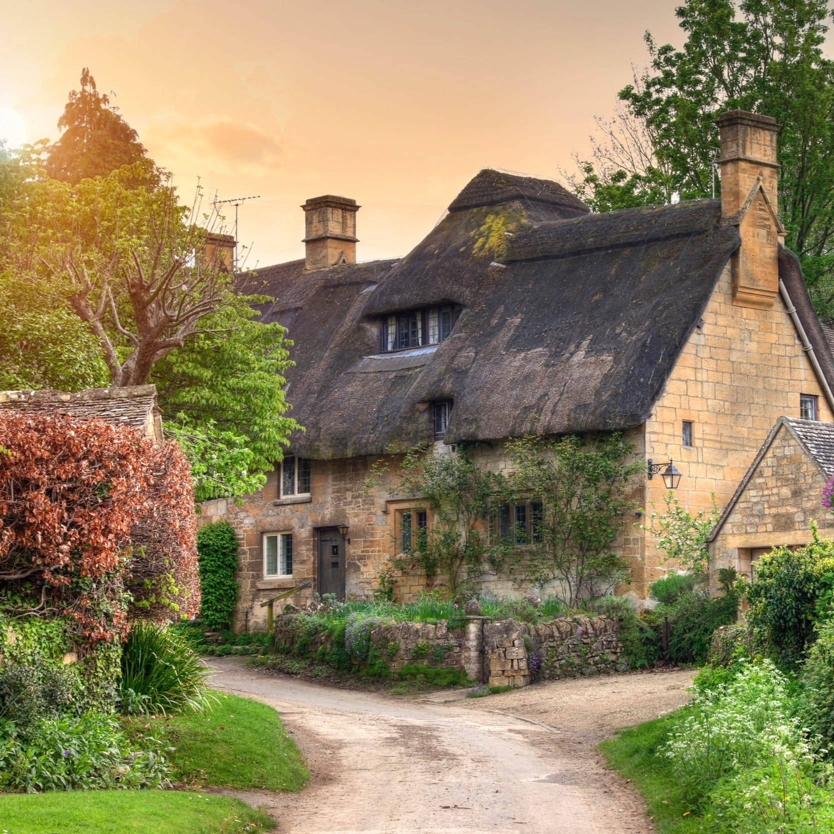 Heart Of The Cotswolds In Luxury Tour - Discover the market town of Stow-on-the-Wold, complete with village stocks and picturesque square…
