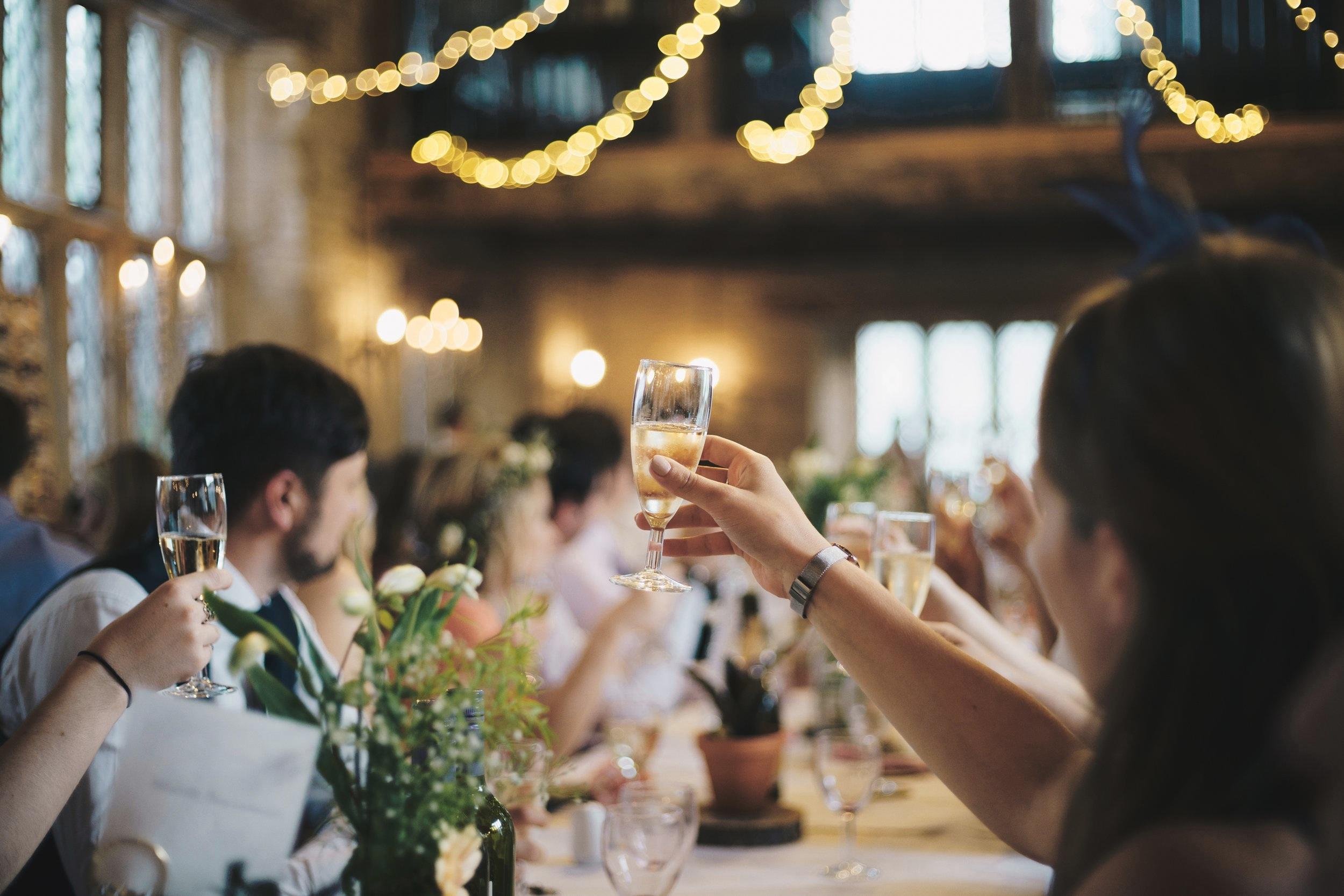 Yndlingssangen spiller gerne op til fællessang. Sanggaven er til fest, konfirmation, reception.