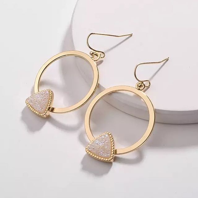 Need a last minute Mother's Day gift? 💕 Can we talk about the statement earrings this month in our earring club!? Just $9.99 a month and you get a stunning pair of earrings to keep every month! Limited quantities.