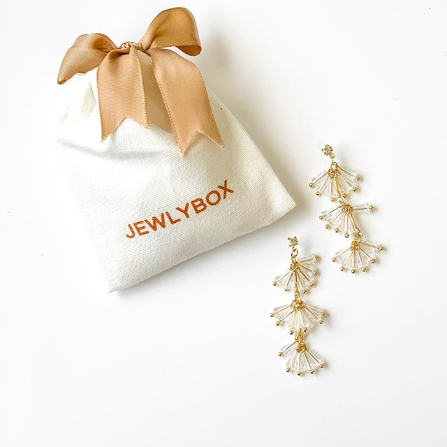 How perfect are the statement earrings in this month's Jewlybox Earring Club?! #obsessed
