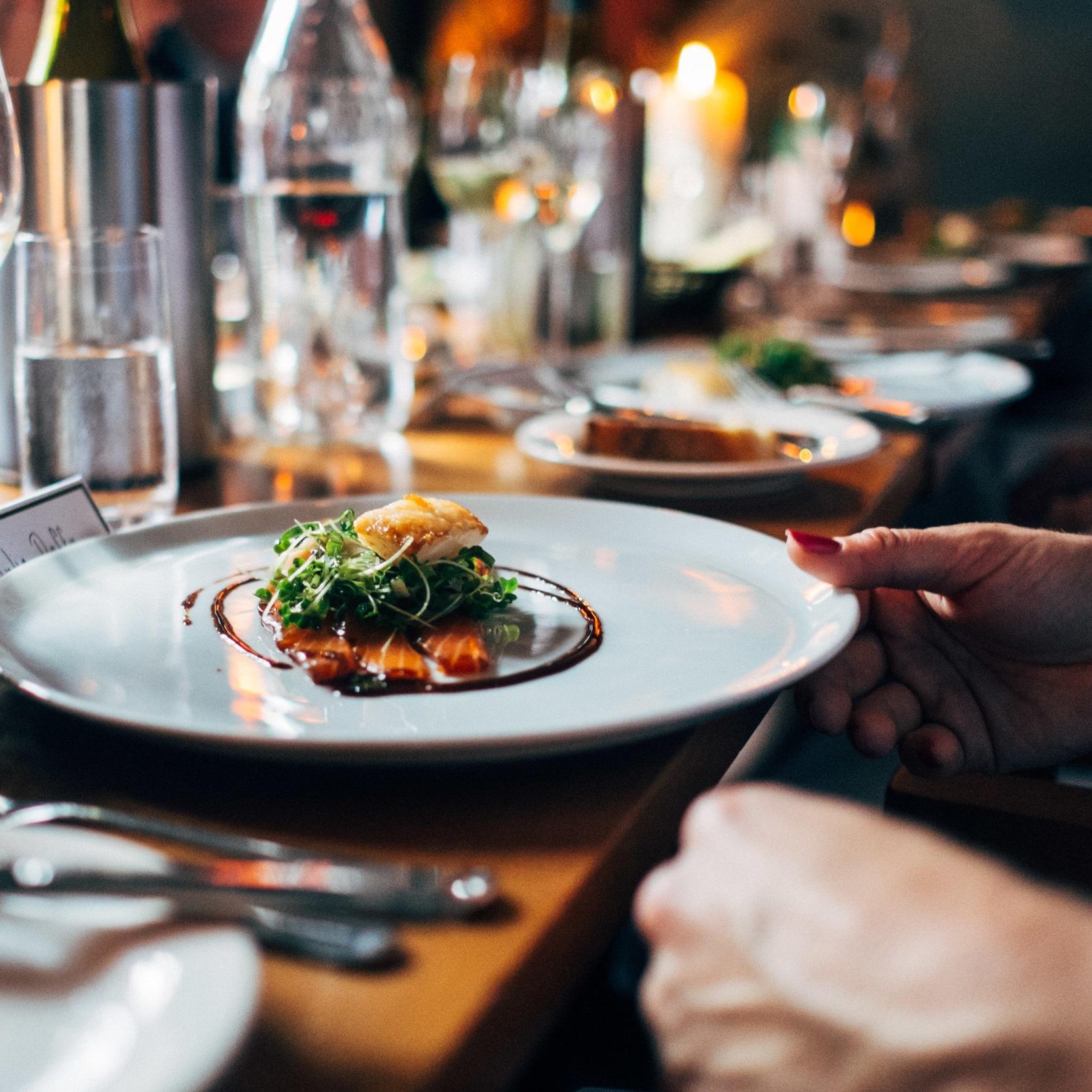 Mat och dryck - Välj mellan våra fem olika restaurangalternativ.