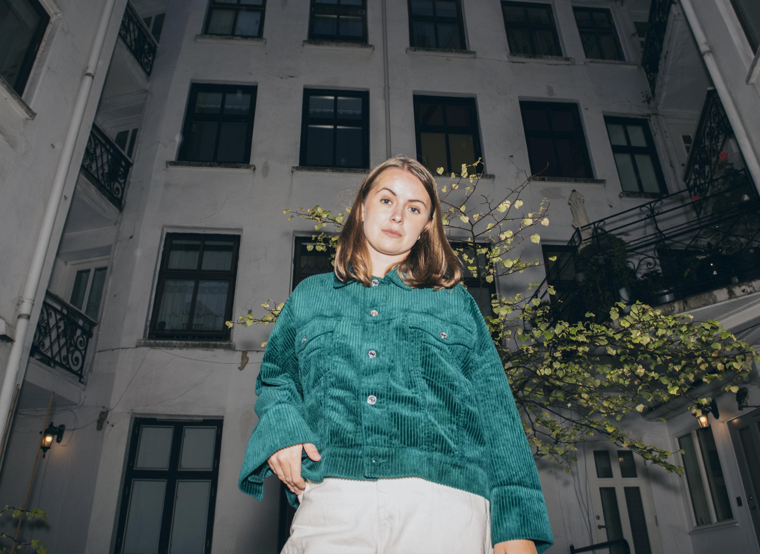 Mia Berg – Hurry (DC#120)