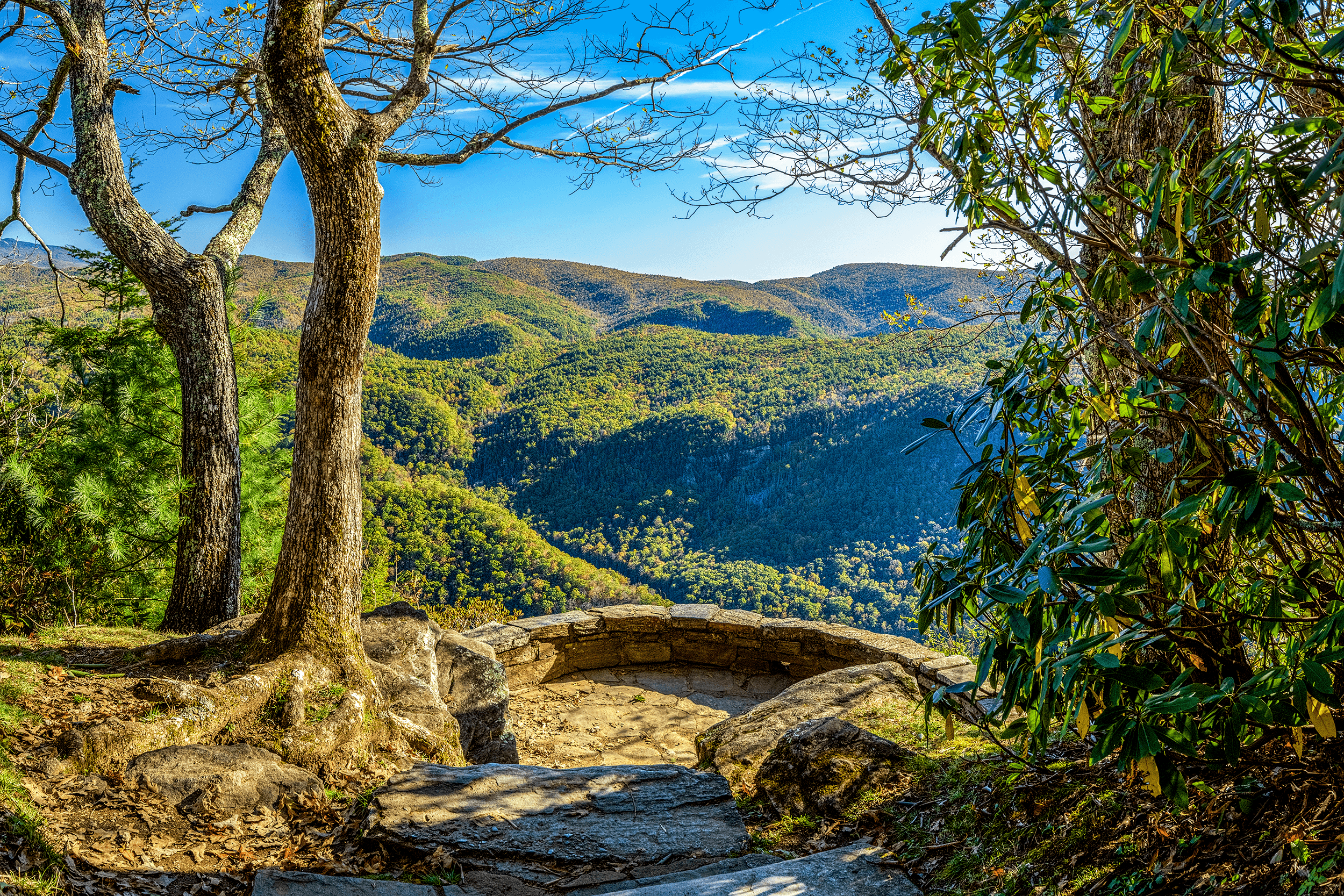 The  Chestoa View Overlook  has two viewing platforms, which you reach after a short hike. A rock-walled platform, which is located circa 0.2 miles (0.3 km) from the parking area, offers spectacular long-range views overlooking  Linville Gorge .