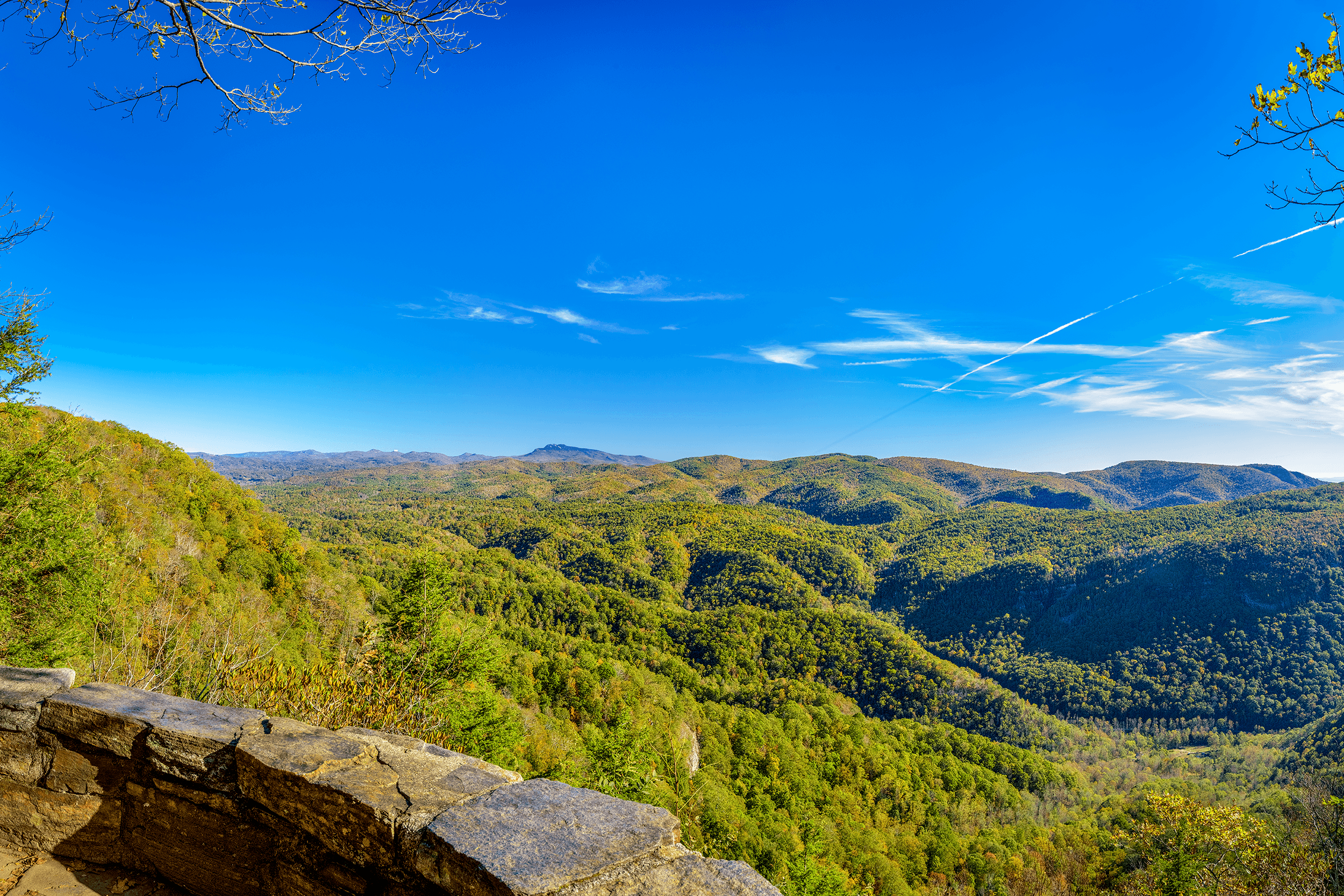 Here are the stunning views from the first platform. If you want to get to the second observation platform with views of  Table Rock Mountain , follow the 0.6-mile (1 km)  Chestoa View Trail .
